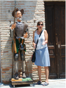 Blogger with Don Quijote statue
